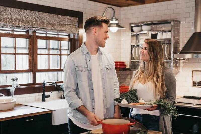 Покажите, что вы нормально реагируете на плохое настроение партнера и принимаете его право не всегда быть веселым и общительным. Фото: unsplash.com