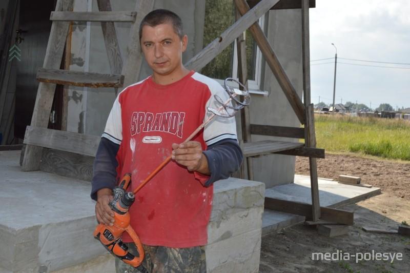Сергей Туханович построил дом в одиночку, своими руками