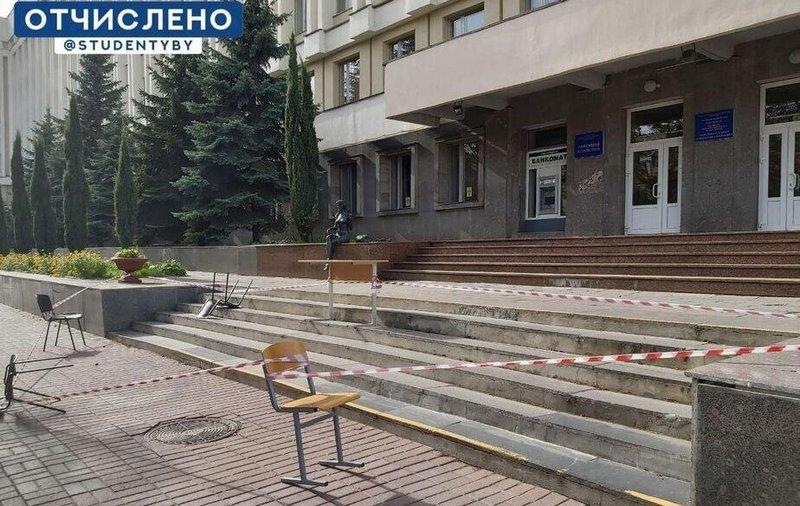 Массовый ремонт у входов и крылец начался 30 сентября во многих университетах страны