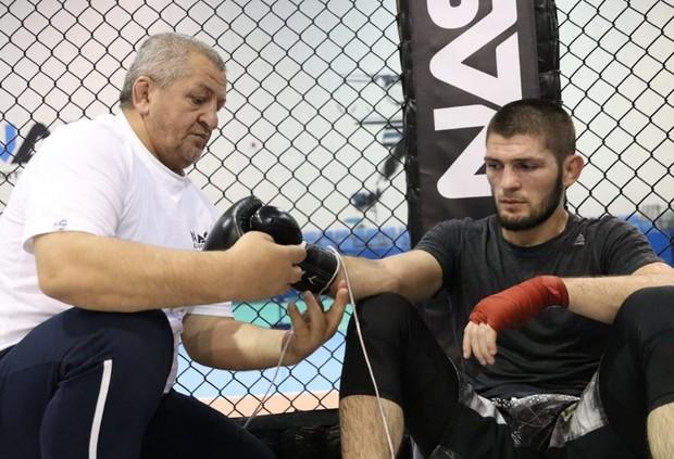 Хабиб Нурмагомедов с отцом / Фото @khabib_nurmagomedov