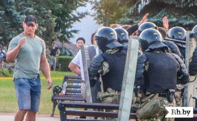 Алексей Кудин во время акции 10 августа. Фото Анастасии Уткиной, «Рэгіянальная газета»