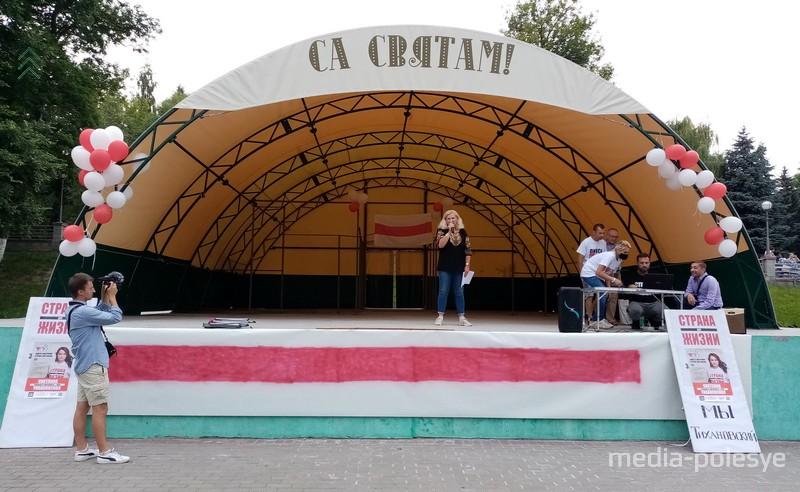 Елена Шимолина на митинге в поддержку Светланы Тихановской