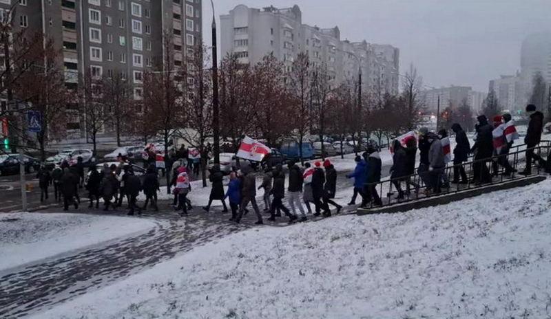 Демонстранты в минском микрорайоне Сухарево / Фото: reform.by