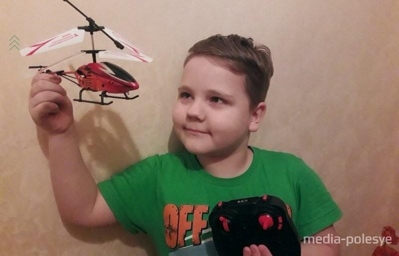 Тихомир Сергиевич с вертолётом, о котором мечтал