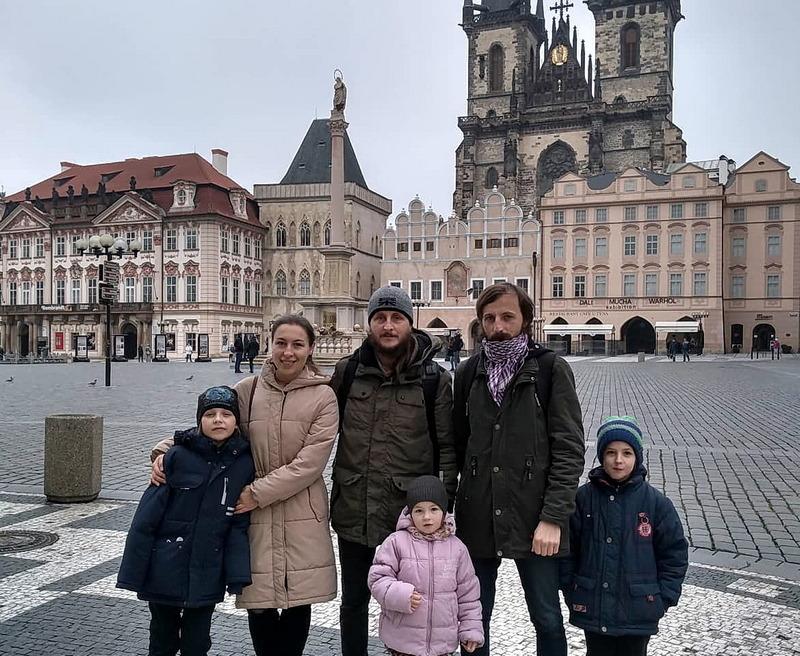 Андрей и Роман с семьями на прогулке