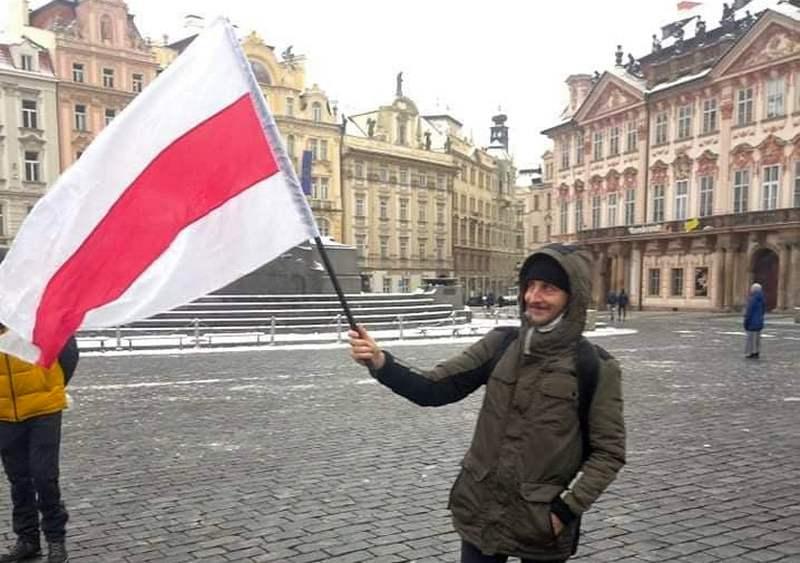 В Чехии с бело-красно-белым флагом