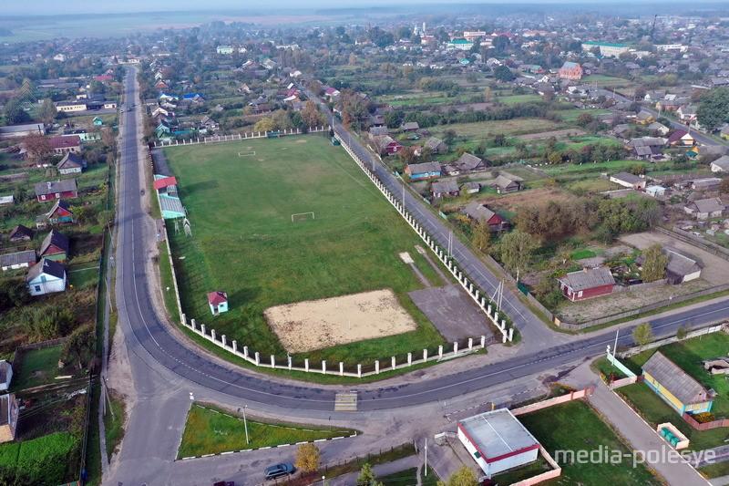 Панорама городского посёлка Логишин. Слева на снимке улица Дзержинского / Фото: Олега Шумигая