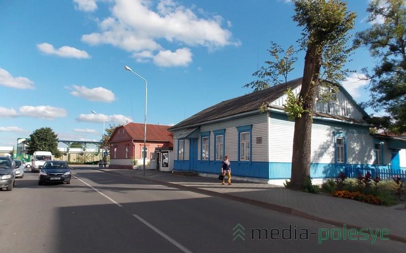 Так выглядели оба здания. Фото из архива МП