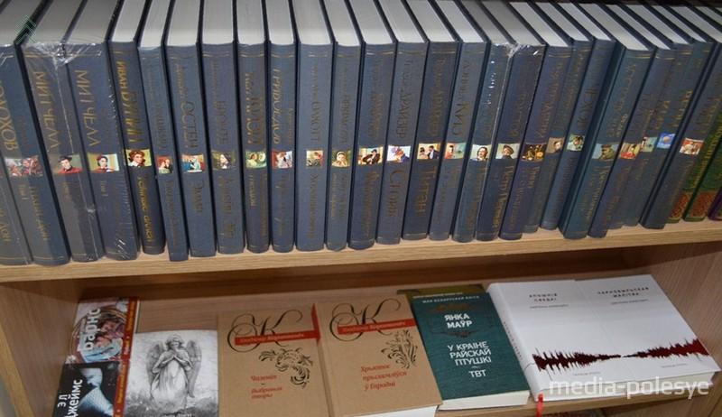 Художественные книги на белорусском лежат плашмя