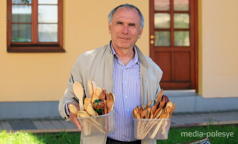 Мастер по изготовлению деревянных ложек Николай Калько