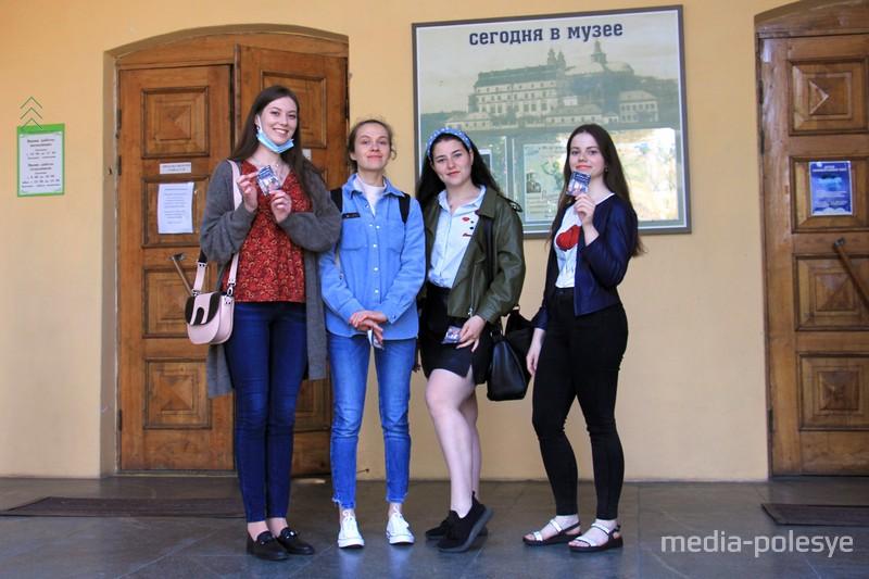 Посетители приходили группами
