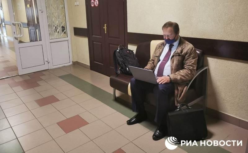 Один из адвокатов россиянки Александр Филанович около входа в зал перед началом заседания / Фото: РИА Новости
