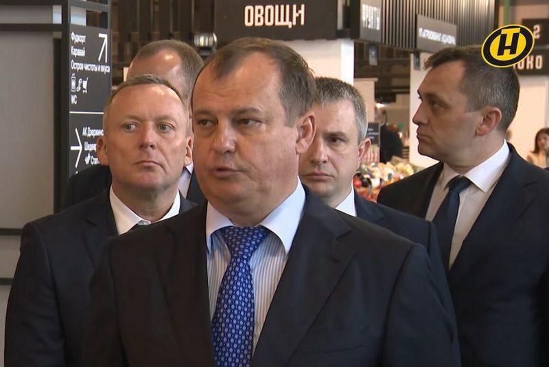 Алексей Олексин во время визита Александра Лукашенко на рынок «Валерьяново» 14 мая. Скриншот ОНТ