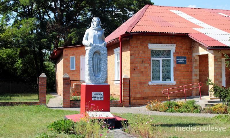 Памятник погибшим односельчанам на фронтах Великой Отечественной войны. Авторская работа Павла Кулика