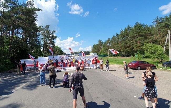 Фото: акция на границе Украины с Беларусью (t.me/nau_belarus)