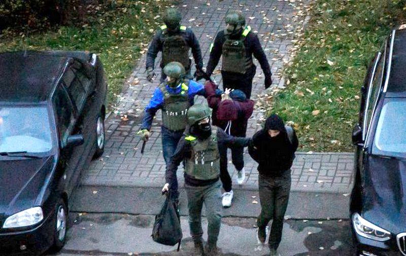 Фото: украинца Павла Рабешка арестовали в Беларуси (news tut by)