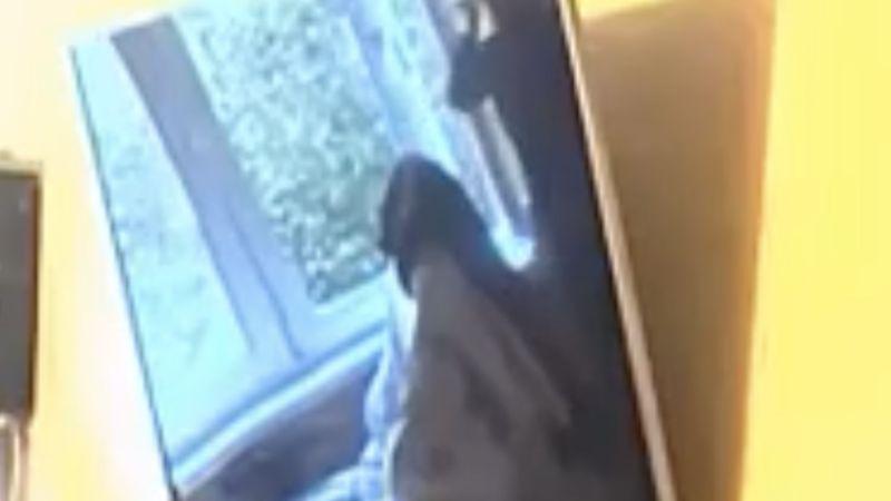 На 55-й секунде видео видно, что штор на окнах больше нет. Фото БелТА